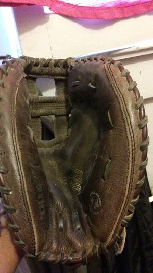 MIZUNO 34' GIRLS FASTPITCH SOFTBALL CATCHERS GLOVE READY TO PLAY NO TEARS OR DEFECTS HAS A DEAP PICKETS TO AVOID BALL COMMING OUT $45 FIRM for Sale in Fresno, CA