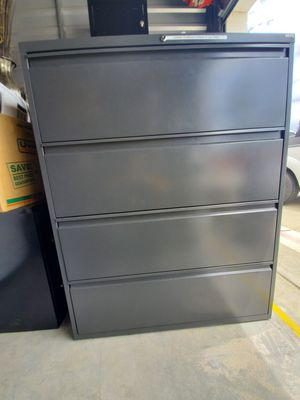 Large 4 drawer filing cabinet for Sale in Menifee, CA