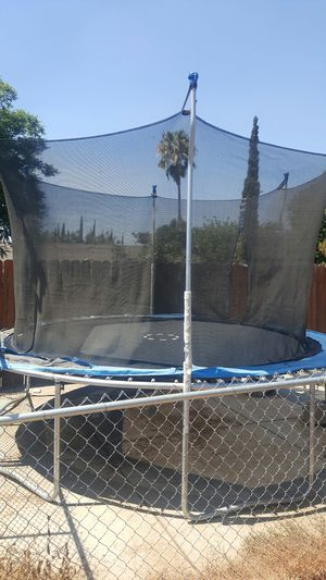 14 ft Trampoline with safety net for Sale in Riverside, CA