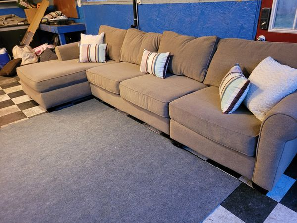 Excellent Sectional Couch In Great Condition