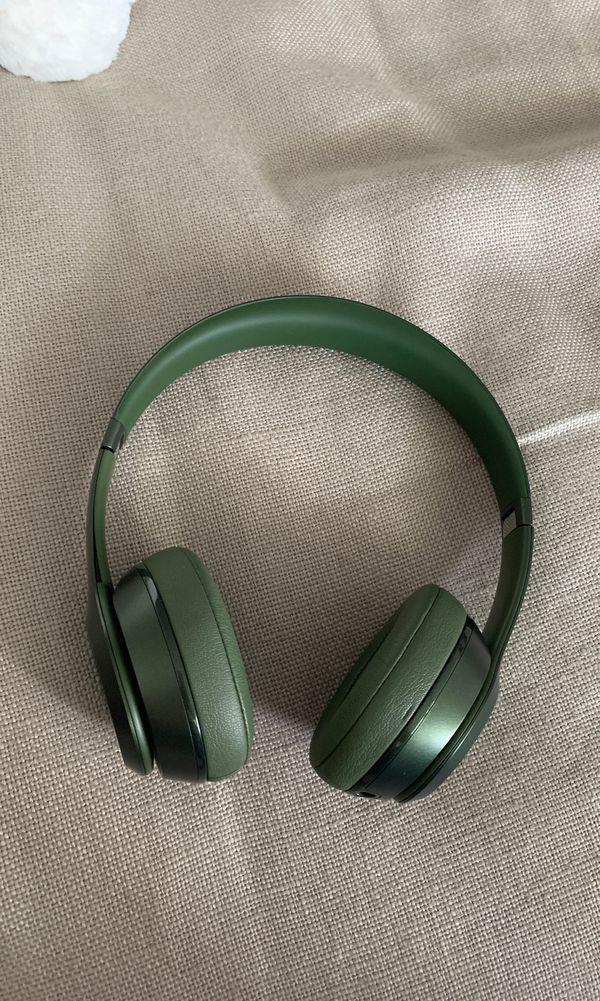 Beats by Dre solo : hunter green : slightly damaged