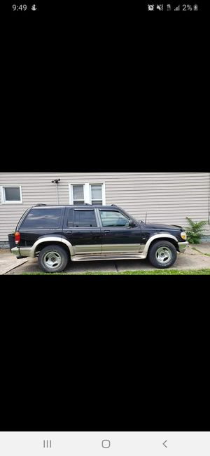 1998 ford explorer Eddie bauer edition 5.0L V8 for Sale in Independence, OH