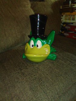 1998 WB Tv Channel Frog Cookie Jar for Sale in Martinsburg,  WV