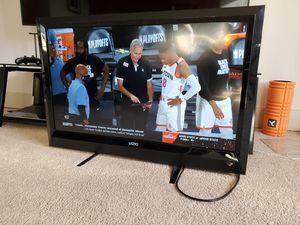 Vizio 37 LCD TV for Sale in Seattle, WA