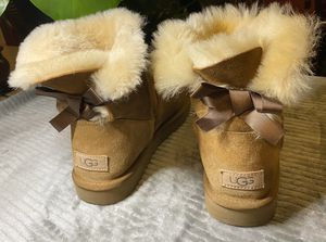 UGG BOW BOOTS WOMENS 9 for Sale in Murfreesboro, TN