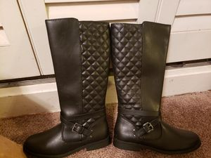 Girls black boots size 4 for Sale in Gardena, CA