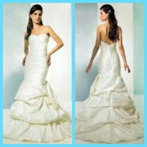 Ivory Wedding Dress for Sale in Saint Louis, MO