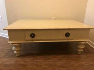 Sturdy Coffee table for Sale in Easley, SC