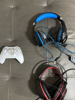 Xbox One Controller Shadow Edition With Two Headsets for Sale in Miami,  FL