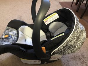 Chicco infant car seat with base for Sale in Saint Paul, MN