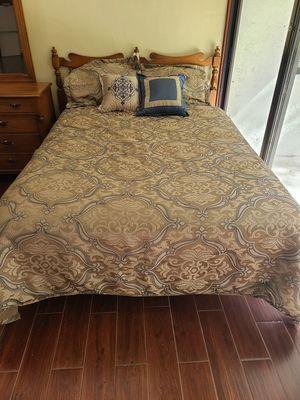 Queen 5 Piece Comforter Set for Sale in Melbourne, FL