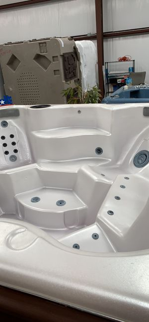 8 Person Refurbished Aries Hot Tub for Sale in Cedar Hill, TX