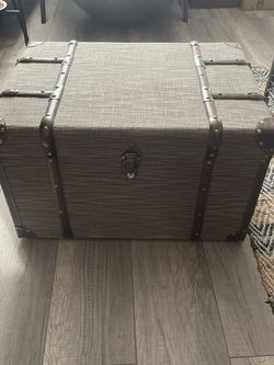 Light Trunk (with file tracks) for Sale in Aurora,  CO
