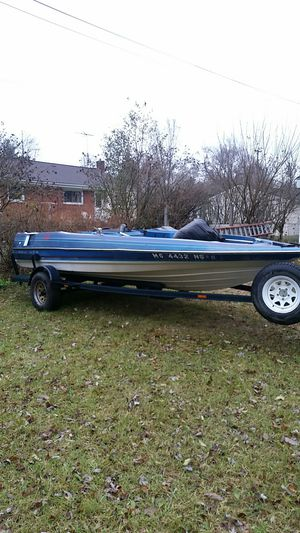 17 foot Bayliner bass boat project for Sale in Livonia, MI