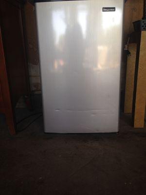 Magic Chef mini fridge for Sale in Concord, CA