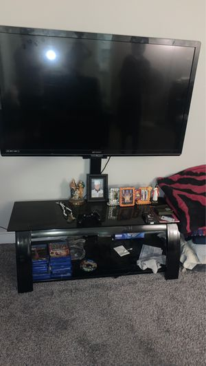 """Tv """"45 and tv stand black for Sale in Tacoma, WA"""