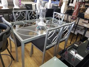 Table with 6 chairs for Sale in Tinley Park, IL