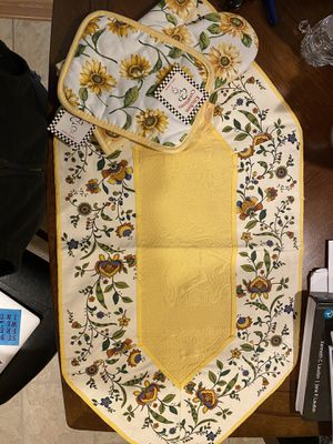 Table runner for Sale in Tinton Falls, NJ