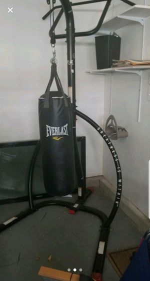Everlast punching bag and stand for Sale in New Market, MD