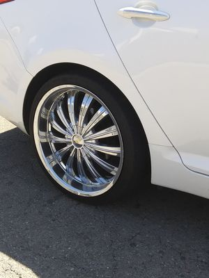 CLEAN CHROME 20INCH 5 LUG UNIVERSAL for Sale in Fresno, CA