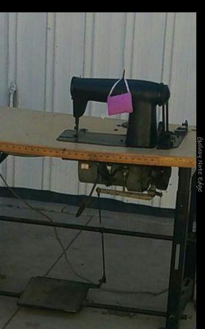 Maquina de coser buenas condisiones industrial una aguja for Sale in Baldwin Park, CA