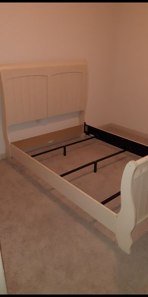 Full size bed frame for Sale in Edinburg, TX