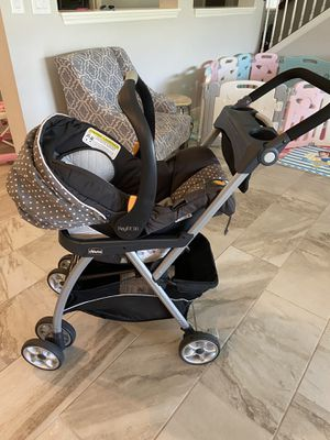 Chicco keyfit 30 car seat with base and stroller caddy for Sale in Land O' Lakes, FL