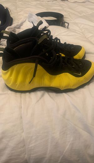Wu-Tang nike foams size 10 repo box for Sale in West Palm Beach, FL