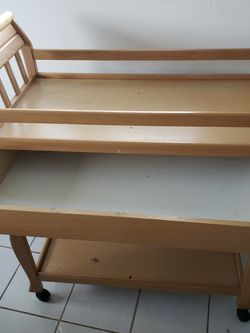 FREE Changing Table [WOOD] for Sale in Miami,  FL