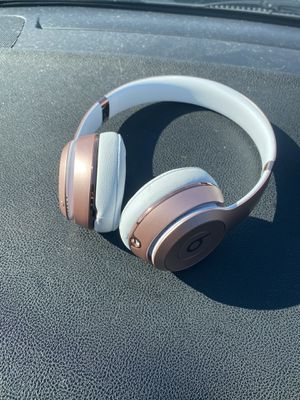 Rose Gold Wireless Solo 3s Beats by dre for Sale in Fayetteville, NC
