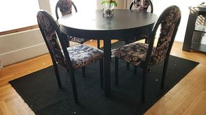 5 piece dinning set, the table is made out of wood chairs are metal for Sale in Live Oak, CA