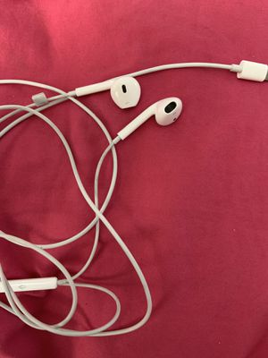 Brand new apple headphones for Sale in Visalia, CA
