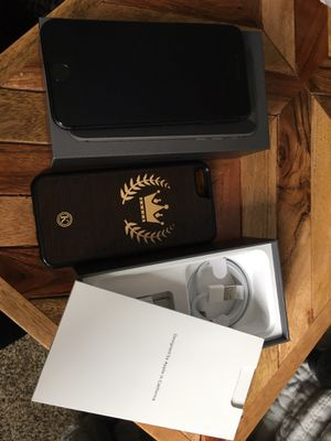 iPhone 8! Full bundle! Black for Sale in Worth, IL