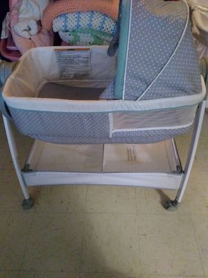 Basanet with changing table for Sale in Dallas, TX