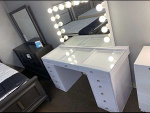 Hollywood Makeup Vanity 🔥🔥🔥 for Sale in Fresno, CA