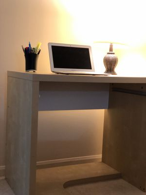 Small Desk w/lamp, pens, pen holder for Sale in Downers Grove, IL
