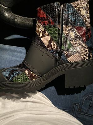 Brand new Size 9 Burberry boot ladies for Sale in Philadelphia, PA