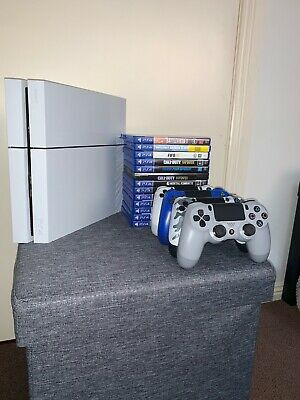 Sony Playstation 4 (White) 500 GB + 2 remotes & 10 games. Great Condition for Sale in New York, NY