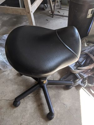 Salon or nail roll around stool for Sale in Del Valle, TX
