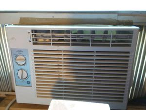 AIR CONDITIONER GE 5,000 btu for Sale in Moon Township, PA