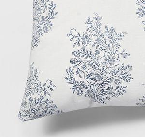 4 throw pillows ($10 each) for Sale in Yorba Linda, CA