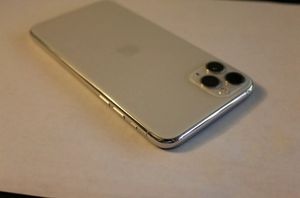 iPhone 11 Pro Max UNLOCKED for Sale in Falls Church, VA