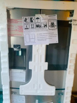 Brand new Samsung French door with screen for Sale in Fort Worth, TX