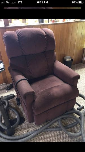 Lifting recliner for Sale in West Linn, OR