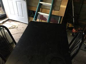 Small kitchen table w/2 chairs for Sale in Oregon, OH