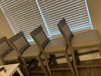 Dining Room Table And Chairs for Sale in Kissimmee,  FL