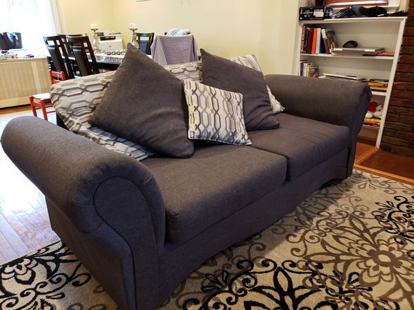 COUCH AND LOVESEAT w/Pillows