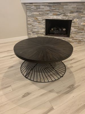 Coffee table and matching side table for Sale in Burbank, CA