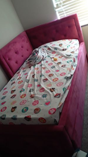 Toddler bed for Sale in Tampa, FL