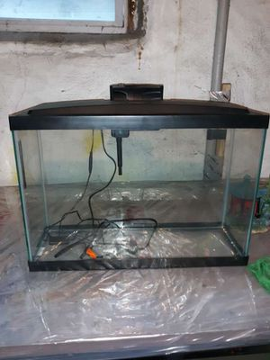 Fish tank 13 gallon for Sale in Pawtucket, RI